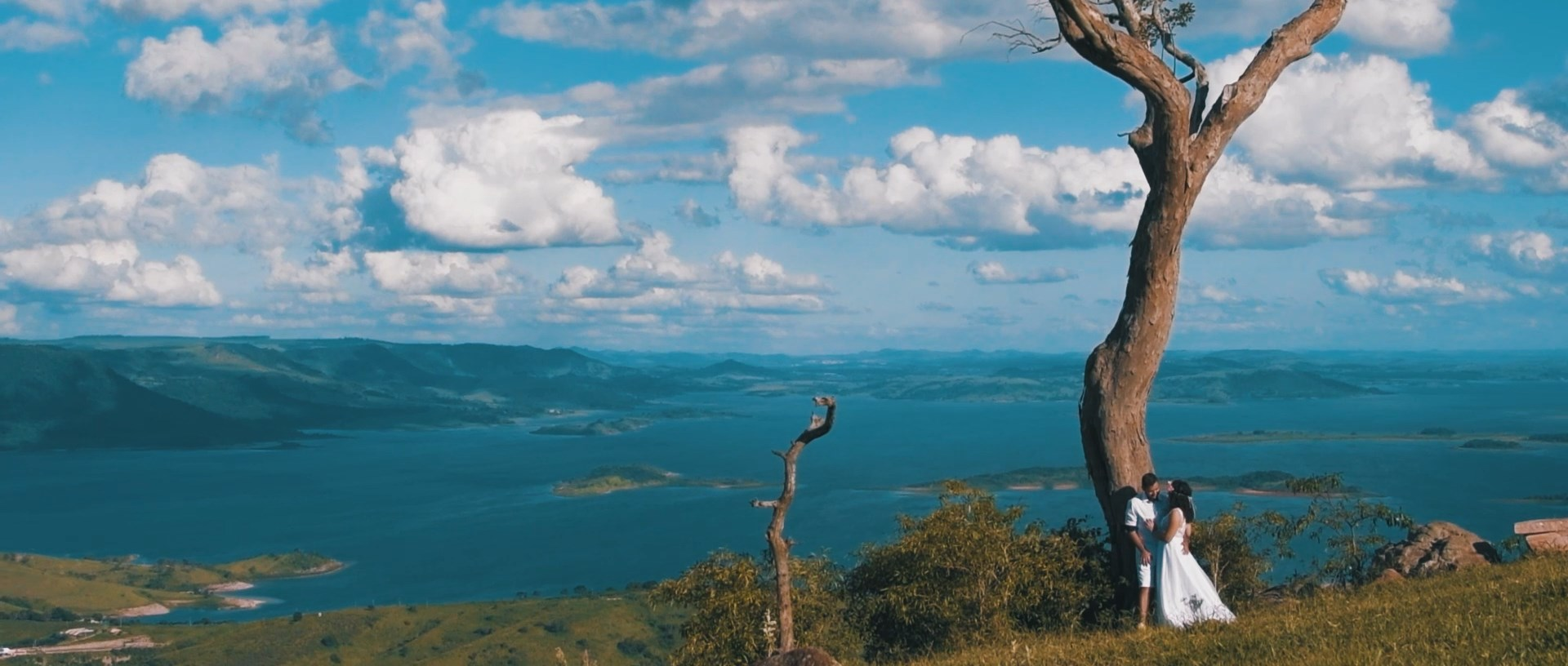 Lindo Love Story filmado no Morro do Gavião - Suelen + Leonardo